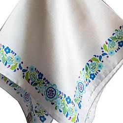 Φουλάρι μεταξωτό 100% , τετράγωνου σχήματος  (45 Χ45 εκ.)  σε λευκό  χρώμα, με διακοσμητική παραδοσιακή μπορντούρα σε μπλε-θαλασσί     Τιμή: 15,00 € / Παραγωγή ΛΕΒ  (σχέδιο Κατερίνα Σμπόρου, μακέτα Κυρασία Πρίντζου): Ένα χρώμα